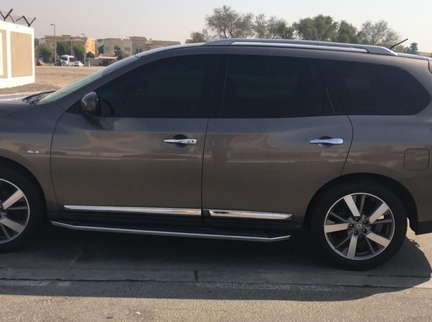 Used 2013 Nissan Pathfinder for sale in sharjah