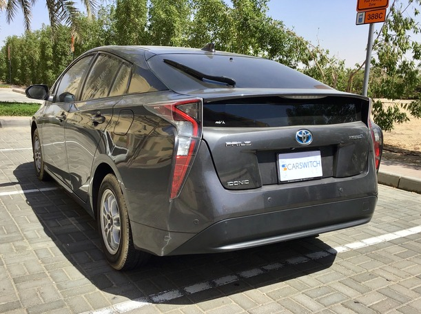 Used 2017 Toyota Prius for sale in dubai