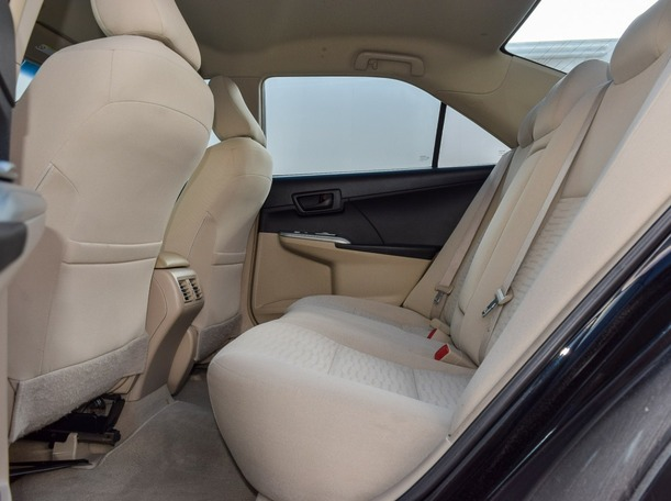 Used 2016 Toyota Camry for sale in abudhabi