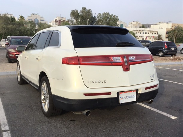 Used 2013 Lincoln MKT for sale in abudhabi