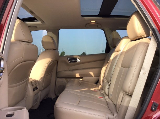 Used 2017 Nissan Pathfinder for sale in dubai