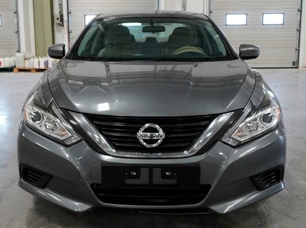 Used 2017 Nissan Altima for sale in dubai