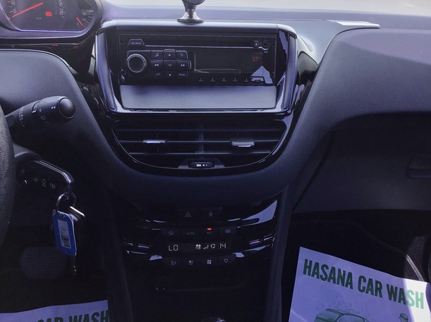 Used 2015 Peugeot 208 for sale in abudhabi