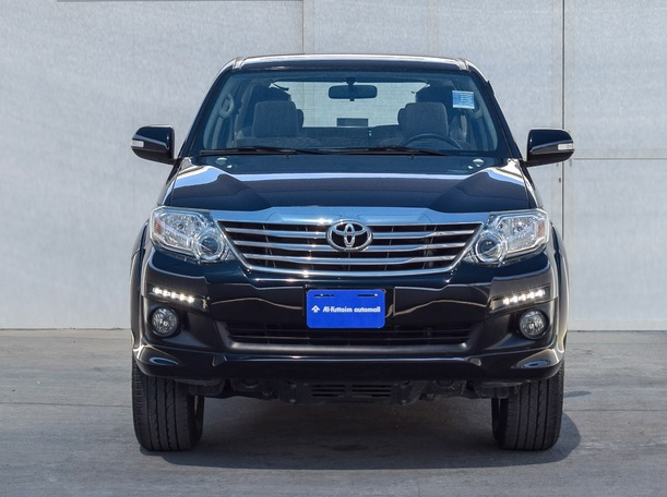 Used 2015 Toyota Fortuner for sale in sharjah