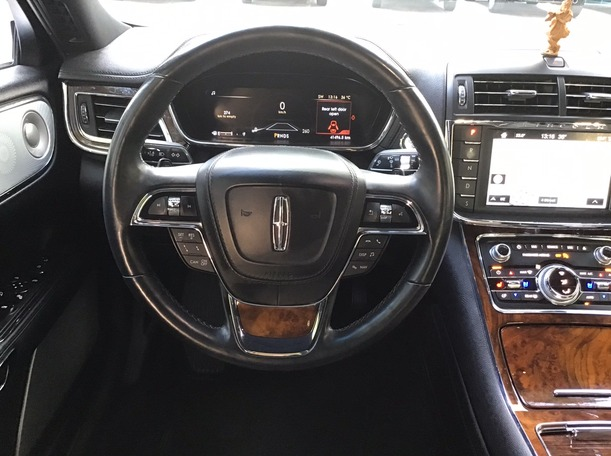 Used 2017 Lincoln Continental for sale in abudhabi