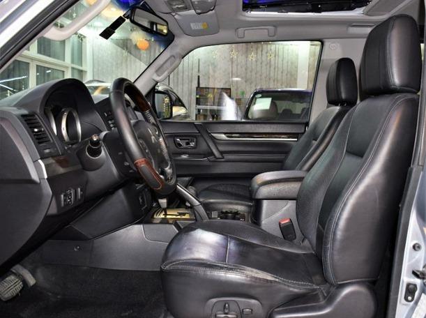 Used 2011 Mitsubishi Pajero for sale in sharjah