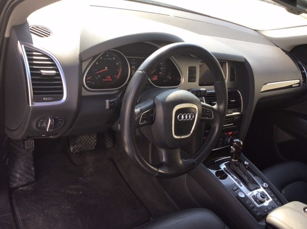 Used 2011 Audi Q7 for sale in sharjah
