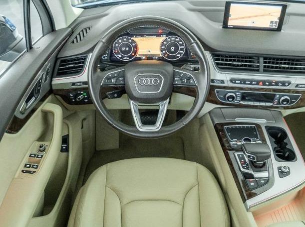 Used 2016 Audi Q7 for sale in dubai