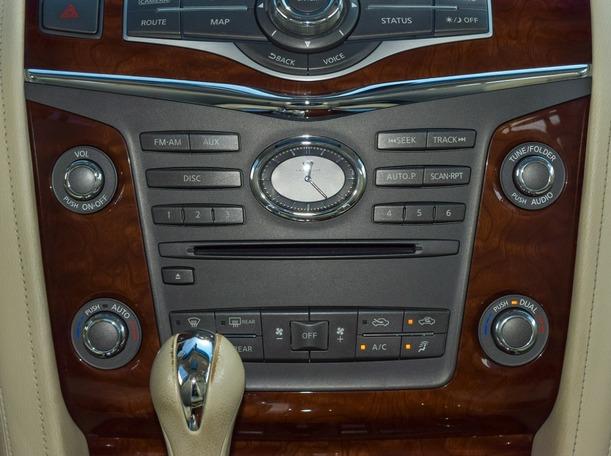Used 2015 Infiniti QX80 for sale in dubai