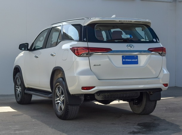 Used 2016 Toyota Fortuner for sale in ajman