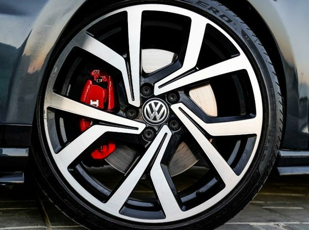 Used 2017 Volkswagen Golf for sale in dubai