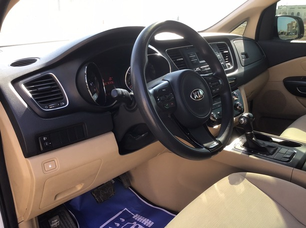 Used 2016 Kia Grand Carnival for sale in abudhabi