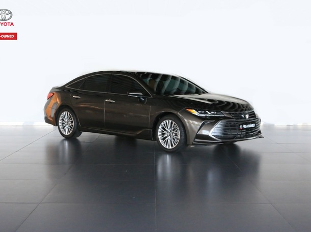 Used 2020 Toyota Avalon for sale in abudhabi