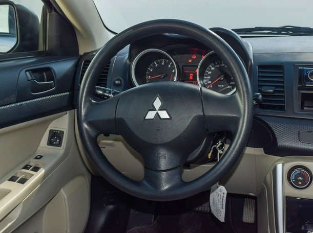 Used 2017 Mitsubishi Lancer for sale in ajman