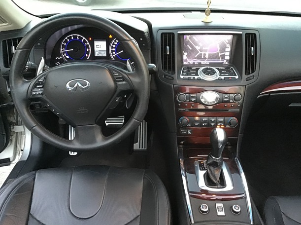 Used 2014 Infiniti Q60 for sale in dubai
