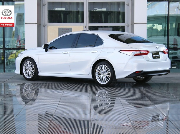Used 2019 Toyota Camry for sale in abudhabi