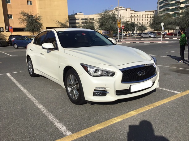 Used 2017 Infiniti Q50 for sale in dubai
