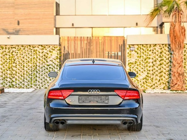 Used 2015 Audi S7 for sale in dubai