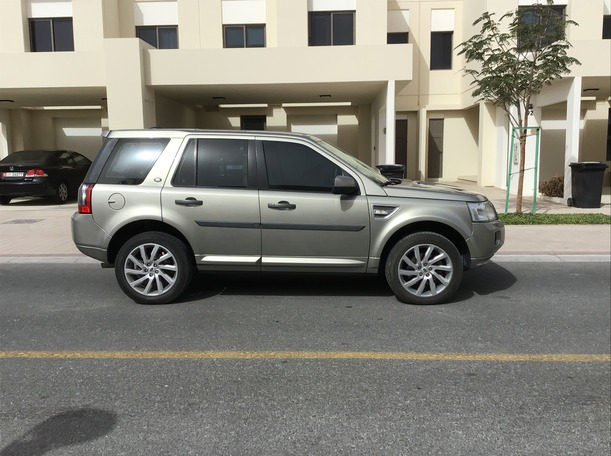 Used 2011 Land Rover LR2 for sale in dubai