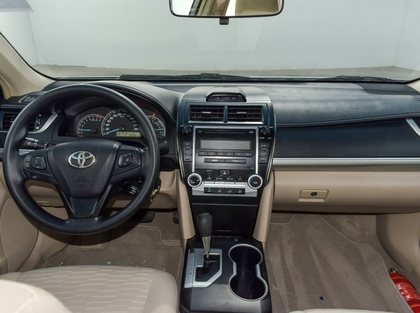 Used 2017 Toyota Camry for sale in ajman
