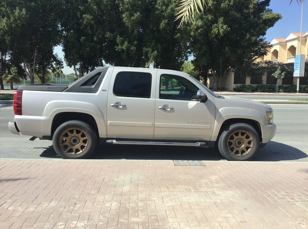 Used 2007 Chevrolet Avalanche for sale in dubai