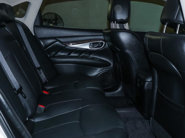 Used 2018 Infiniti Q70 for sale in sharjah