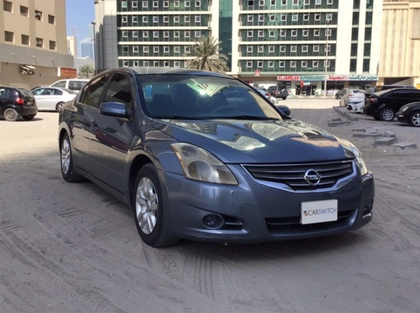 Used 2010 Nissan Altima for sale in sharjah