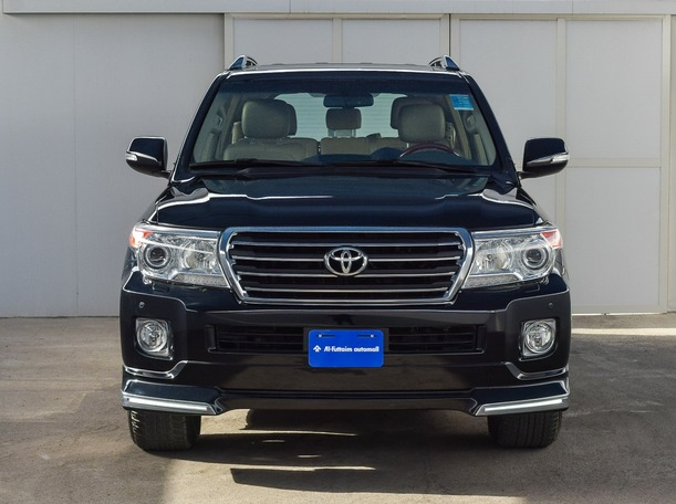 Used 2015 Toyota Land Cruiser for sale in ajman