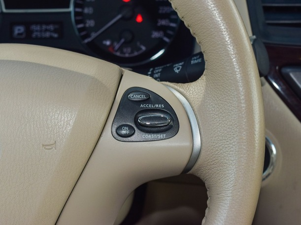 Used 2013 Nissan Pathfinder for sale in dubai