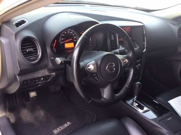 Used 2010 Nissan Maxima for sale in abudhabi