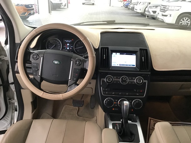 Used 2015 Land Rover LR2 for sale in dubai