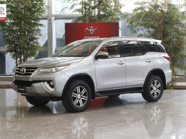 Used 2019 Toyota Fortuner for sale in ajman