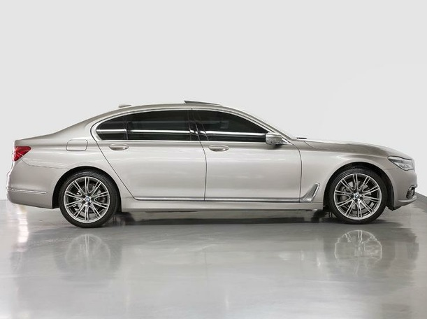 Used 2019 BMW 730 for sale in dubai