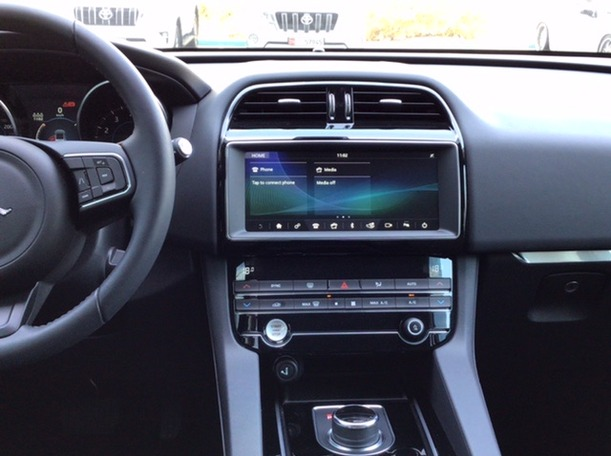 Used 2020 Jaguar F-Pace for sale in abudhabi