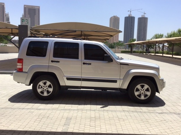 Used 2009 Jeep Cherokee for sale in dubai
