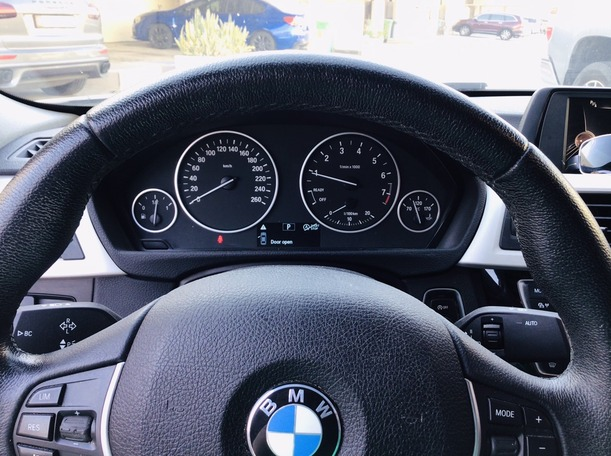 Used 2017 BMW 318 for sale in abudhabi