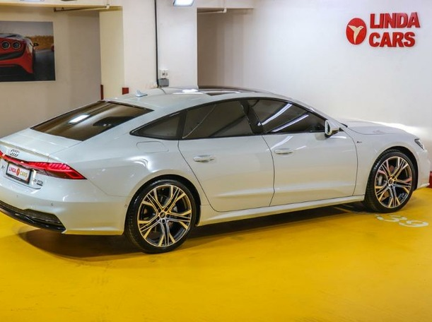 Used 2021 Audi A7 for sale in dubai