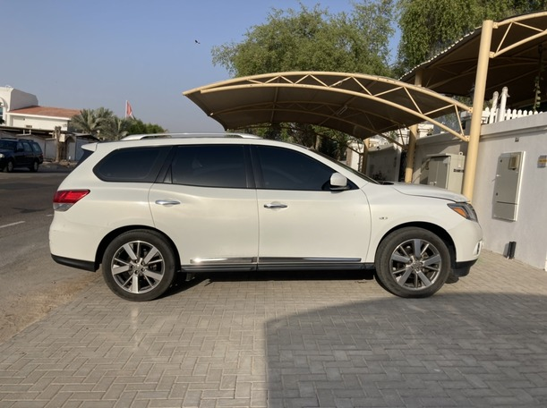 Used 2014 Nissan Pathfinder for sale in dubai