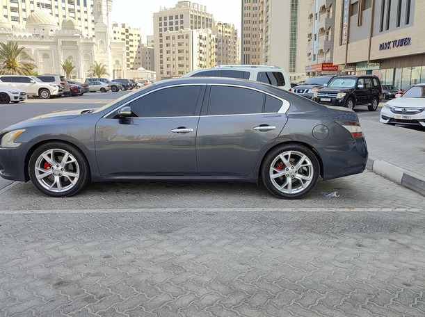 Used 2012 Nissan Maxima for sale in sharjah