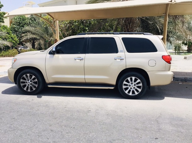 Used 2012 Toyota Sequoia for sale in abudhabi
