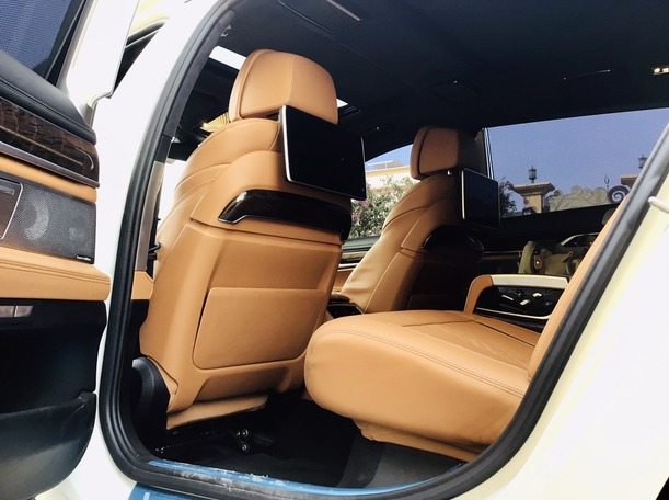 Used 2016 BMW 750 for sale in abudhabi