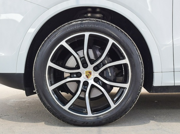 Used 2019 Porsche Cayenne for sale in abudhabi