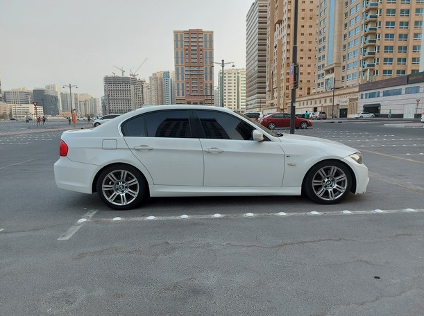 Used 2011 BMW 323 for sale in dubai