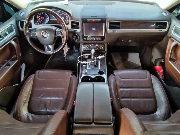 Used 2013 Volkswagen Touareg for sale in sharjah