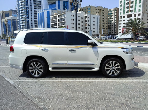 Used 2016 Toyota Land Cruiser for sale in sharjah