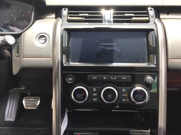 Used 2018 Land Rover Discovery for sale in dubai