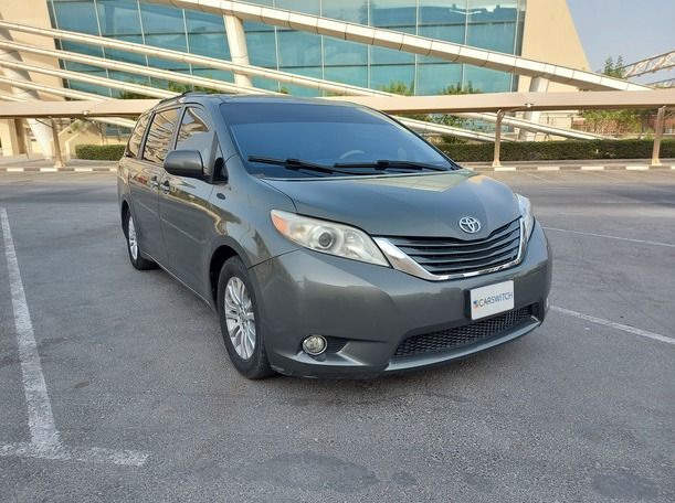 Used 2012 Toyota Sienna for sale in sharjah