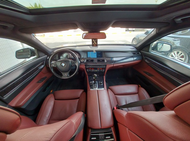 Used 2010 BMW 750 for sale in sharjah