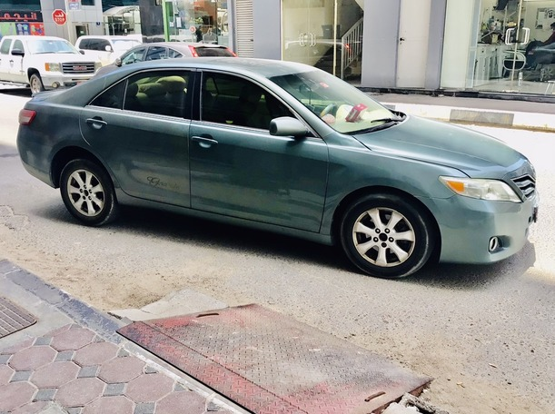 Used 2011 Toyota Camry for sale in abudhabi