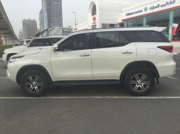 Used 2017 Toyota Fortuner for sale in dubai